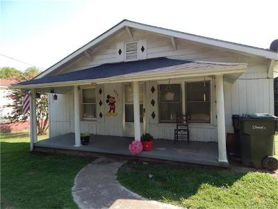 Concord Single Family Home For Sale: 665 NW Central Drive