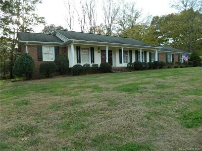 Mount Holly Single Family Home For Sale: 915 Rollingwood Drive
