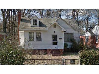 Single Family Home For Sale: 2329 Lola Avenue
