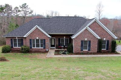 Hickory Single Family Home Under Contract-Show: 1460 Brookstone Drive #60
