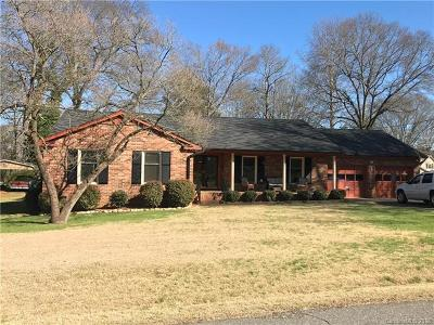 Mount Holly Single Family Home For Sale: 204 Madison Drive