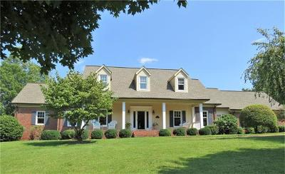 Caldwell County Single Family Home For Sale: 415 Stonecroft Drive SE