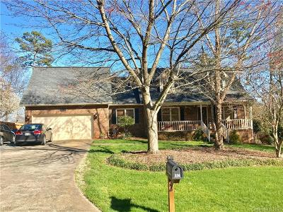 Mount Holly Single Family Home Under Contract-Show: 556 Deerfield Drive #L 2
