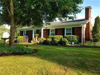 Hickory Single Family Home For Sale: 2107 2nd Avenue NW