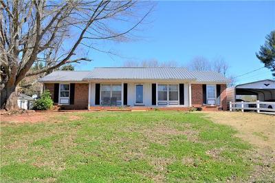 Hickory Single Family Home For Sale: 2128 Moss Farm Road
