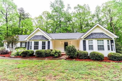 Single Family Home For Sale: 3015 Michaels Lane