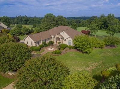 Single Family Home For Sale: 3631 Links Drive NE
