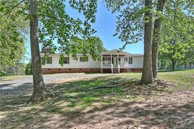 Single Family Home For Sale: 1678 Pine Bluff Court