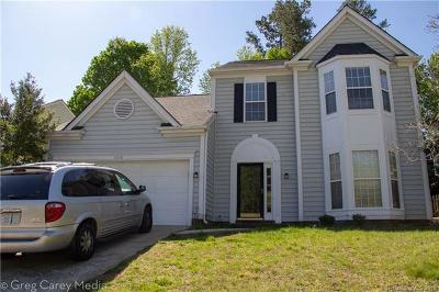 Charlotte Single Family Home For Sale: 6610 Harburn Forest Drive