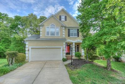Single Family Home Under Contract-Show: 2708 Towhee Court