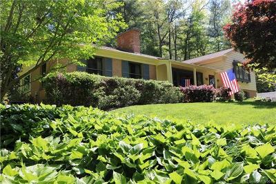 Hendersonville Single Family Home For Sale: 250 Sherwood Lane #13
