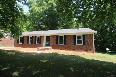 Charlotte Single Family Home For Sale: 7502 Farm Gate Drive