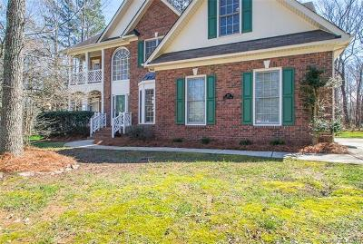 Matthews Single Family Home For Sale: 727 Donegal Court