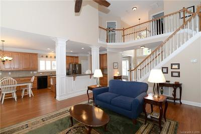 Huntersville Single Family Home For Sale: 1018 Woodhall Drive