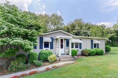 Hendersonville Single Family Home For Sale: 305 Meadowbrook Court