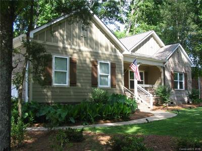 Single Family Home For Sale: 696 University Drive