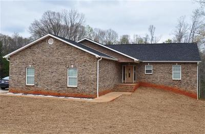 Newton Single Family Home For Sale: 2214 Evergreen Drive