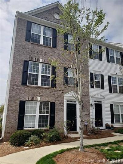 Condo/Townhouse Under Contract-Show: 15748 Kensington Palace Lane