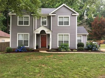 Charlotte Single Family Home For Sale: 6004 Carriage Oaks Drive