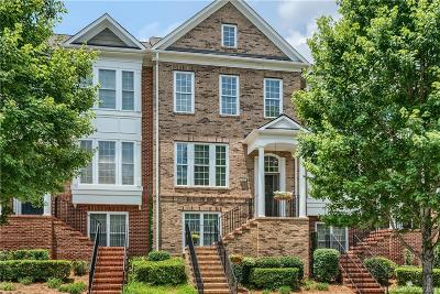 Fort Mill Condo/Townhouse Under Contract-Show: 923 Lyndley Drive