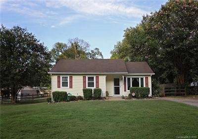 Single Family Home Under Contract-Show: 6224 Branch Hill Circle