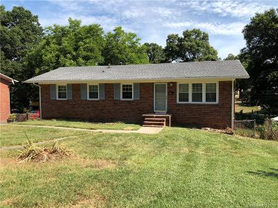 Single Family Home Under Contract-Show: 4425 Munsee Street