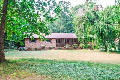 Iredell County Single Family Home For Sale: 691 Barry Oak Road