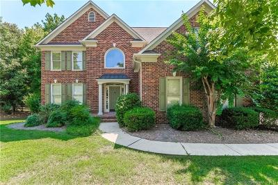 Charlotte Single Family Home For Sale: 6431 Woodleigh Oaks Drive