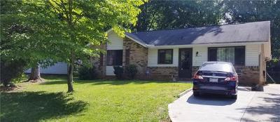 Charlotte Single Family Home For Sale: 4825 Farm Pond Lane