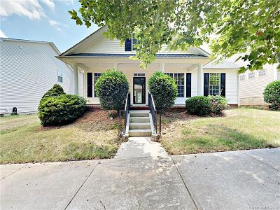Huntersville Single Family Home For Sale: 15611 Chipping Drive