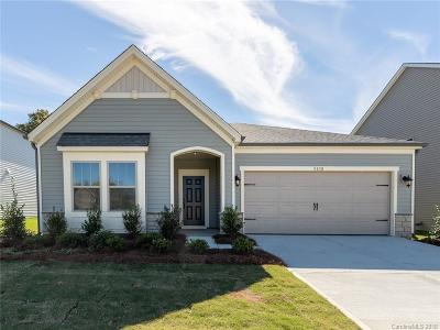 Charlotte Single Family Home For Sale: 5830 Fenway Drive #112