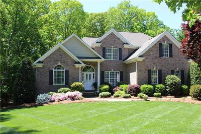 Mooresville Single Family Home For Sale: 105 Barksdale Lane