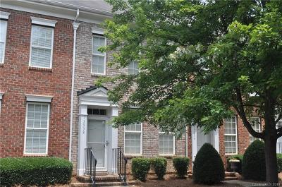 Huntersville Condo/Townhouse Under Contract-Show: 13538 Copley Square Drive #139