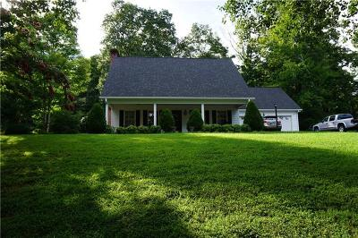 Caldwell County Single Family Home For Sale: 1017 Charlesmont Court NE