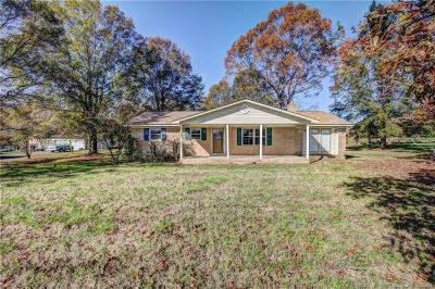 Single Family Home Under Contract-Show: 5940 Smith Lake Road