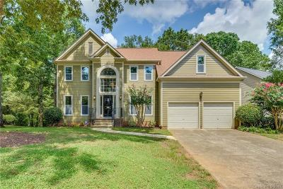 Charlotte Single Family Home For Sale: 6810 Wolf Run Drive
