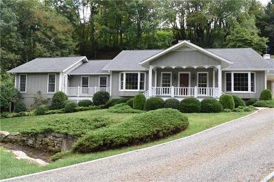 Waynesville Single Family Home For Sale: 549 Eagles Nest Road