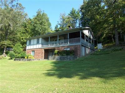 Lenoir Single Family Home For Sale: 3021 Cedar Crest Drive