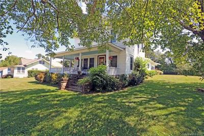 Brevard Single Family Home For Sale: 505 N Country Club Road