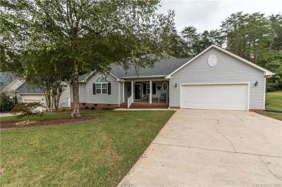 Mount Holly Single Family Home For Sale: 156 Silver Birch Lane