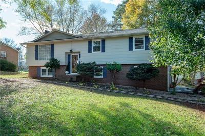 Catawba County Single Family Home For Sale: 3233 26th Street NE