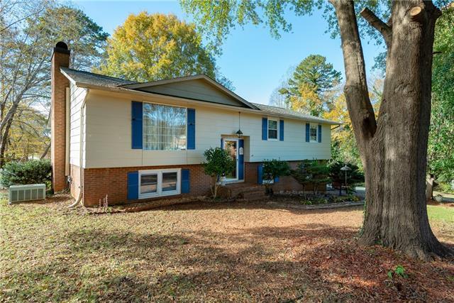3233 26th Street NE, Hickory, NC.  MLS# 3432489   Hickory Homes for ...