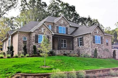 Charlotte Single Family Home For Sale: 7710 Deerfield Manor Drive