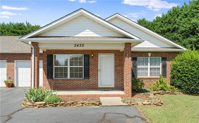 Hickory Condo/Townhouse For Sale: 2435 23rd St Drive NE
