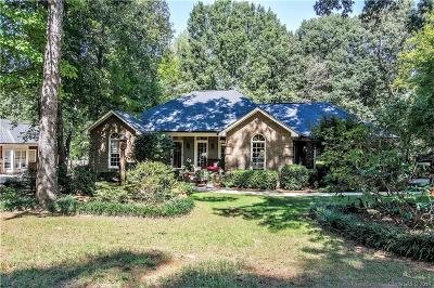 Single Family Home Under Contract-Show: 2810 Bent Oak Drive