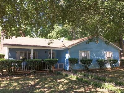 Single Family Home Under Contract-Show: 5301 Walnut Grove Lane