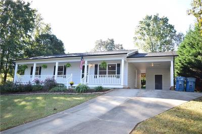 Hickory NC Single Family Home For Sale: $139,900