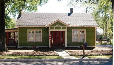 Hickory NC Single Family Home For Sale: $185,000