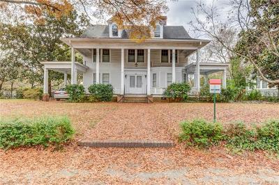 Single Family Home For Sale: 672 E Main Street