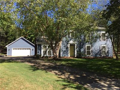Charlotte Single Family Home For Sale: 8601 Doe Run Road